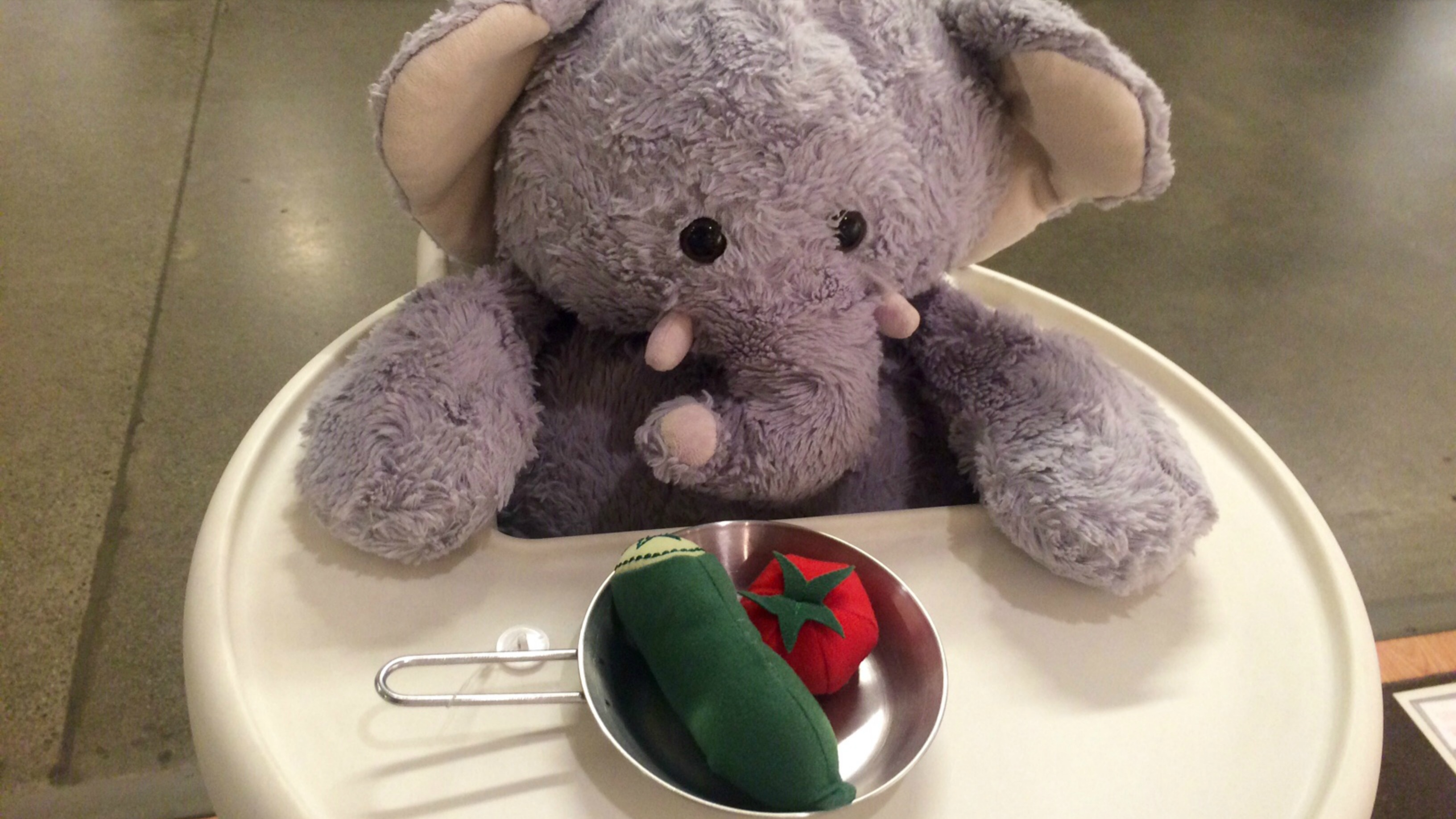 Ikea seattle trying to reunite lost stuffed elephant with for Ikea renton hours