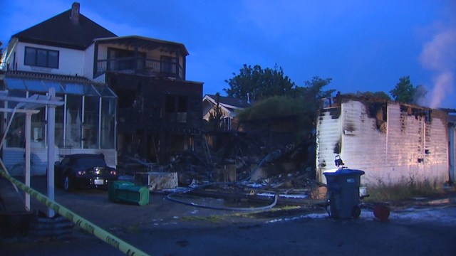 Bed And Breakfast Two Garages Catch Fire In Port Orchard