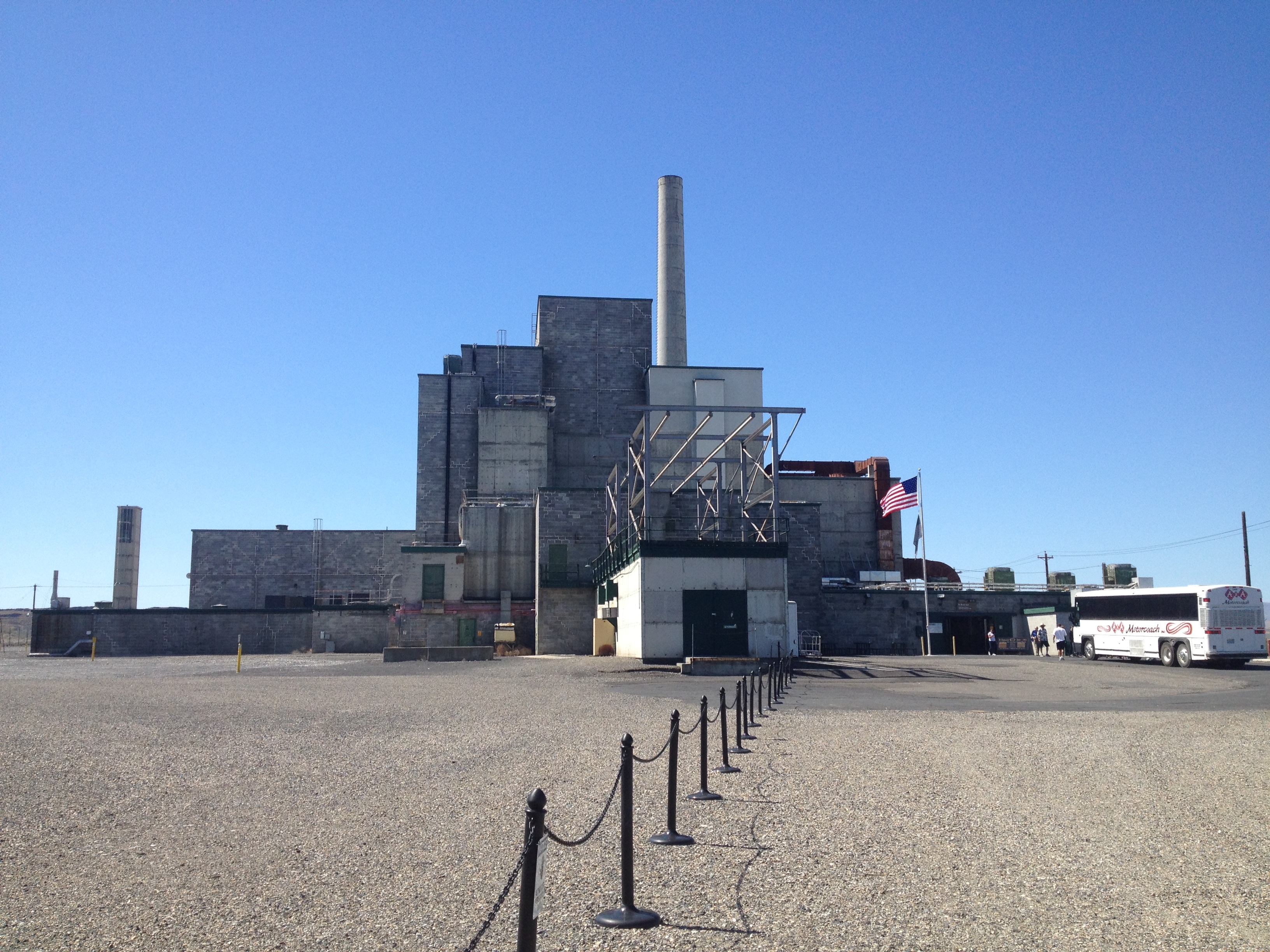 hanford nuclear power site For more than 40 years, the federal government produced plutonium for america's nuclear weapons program at the hanford nuclear site.
