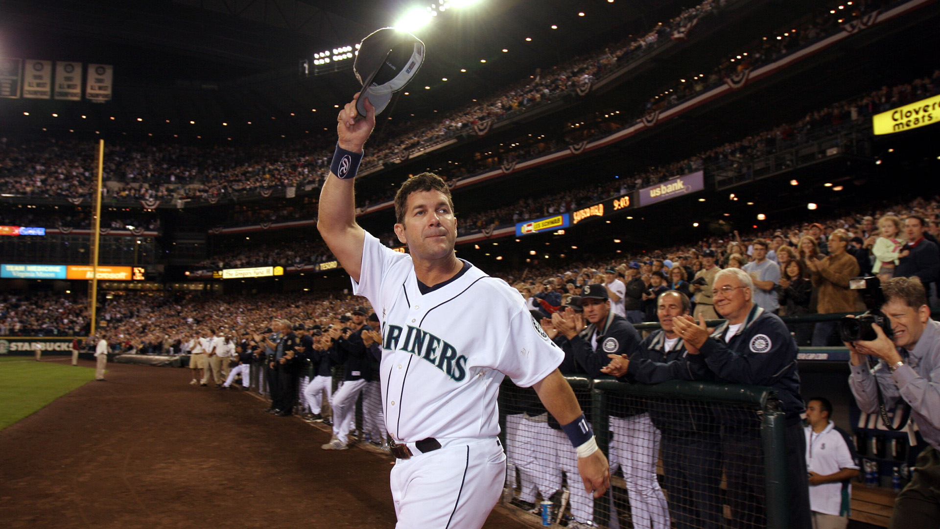 Mariners legend Edgar Martinez reacts to 'amazing' Hall of Fame announcement