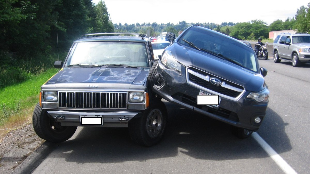Road rage: Subaru rams Jeep trying pass on shoulder